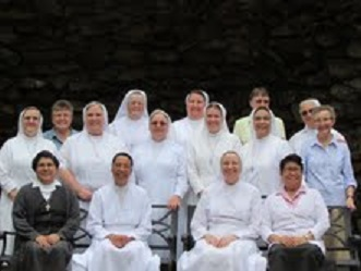 Sr. Claudia with the formators of NAC